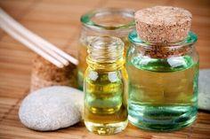 Haluamme esitellä neljä öljyä, jotka voivat luonnollisesti hoitaa vahingoittuneita hiuksia ja antaa niille kiiltonsa takaisin.