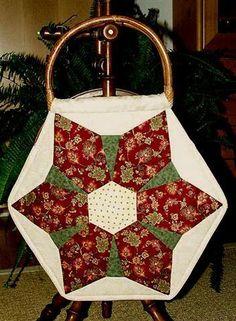 Hexagonshopper by Roswitha Meidl-Danek www. Wicker Baskets, Tricks, Quilt Patterns, Quilts, Bags, Etsy, Decor, Tutorials, Dime Bags