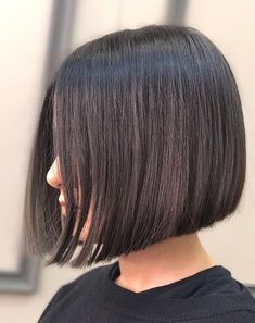 Chic Gray Blunt Haircut - 50 Spectacular Blunt Bob Hairstyles - The Trending Hairstyle Choppy Bob Hairstyles, Lob Hairstyle, Haircuts For Fine Hair, Straight Hairstyles, Medium Hair Styles, Curly Hair Styles, Short Hair Cuts, Hair Trends, Hair Lengths