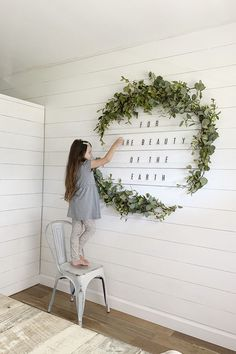 Diy wall decor 561753753520356673 - How To Make An Oversized Letter Board Wall + DIY Giant Holiday Wreath Source by justmeasuringup Diy Letter Board, Diy Letters, Giant Letters, Diy Wand, Mur Diy, Diy Flooring, Diy Wall Art, Diy Canvas Art, Holiday Wreaths