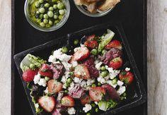 Jordbærsalat med blomkål og oksekød | Bobedre.dk