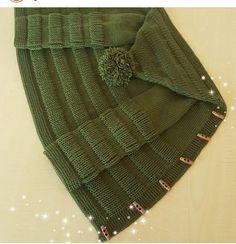 Myslíme si, že by sa vám mohli páčiť tieto piny - Crochet Baby Poncho, Knitted Baby Cardigan, Hand Knitted Sweaters, Baby Sweaters, Knitted Hats, Knit Crochet, Free Crochet, Baby Boy Knitting Patterns, Baby Hats Knitting
