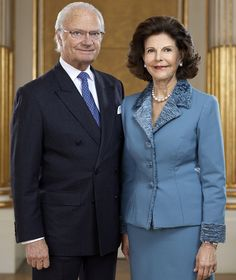 Here are the new official portraits of King Carl Gustav and Queen Silvia of Sweden on the occasion of 70 years of the sovereign and their 40 years of marriage. ( Photo copyright: Royal Court of Sweden - Thanks to Anne)