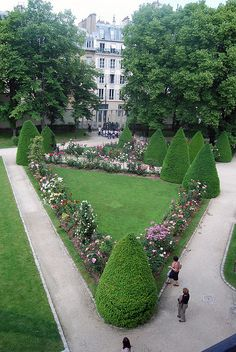 One thing I love about France there are beautiful random little gardens everywhere! The Musée Rodin in Paris, France