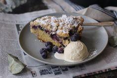 streusel cake with blueberries  www.lapetitecasserole.com