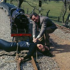 Steed rescues Emma Peel: The Avengers.