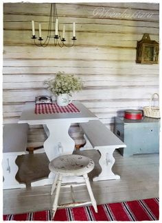 Old Fashioned House, Tiny Log Cabins, Country Style Homes, Cottage Design, Cabins In The Woods, Dining Table, Dining Room, Interior Architecture, Decor Styles