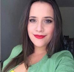 Sexta-feira merece um belo batom vermelho, como o Matte Lipstick Perfect Red da @pandoracarvalho