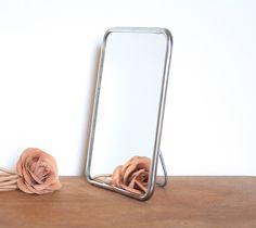 Petit miroir de barbier sur pied   leshappyvintage.fr