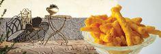 I turisti più curiosi si avventurano nelle stradine sempre più strette e si riposano nelle panchine sotto gli alberi di fico lussureggianti per gustare il cibo del momento: il finger food, la nuova tendenza young, che non è altro che il cibo mangiato con le mani.