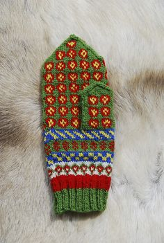 Ravelry: Arjeplog Rosettes: Swedish Sámi Knitted Mittens pattern by Laura Ricketts