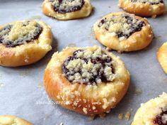 Czech Desserts, Bread Rolls, Desert Recipes, Doughnut, Baked Goods, Sweet Recipes, Muffin, Sweets, Snacks