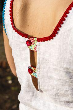 Rückenausschnitt von selbst genähtem Sommerkleid mit Stufenrock