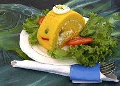 """La causa es una comida tipica del Peru que proviene del quechua """"Kausay"""", su sabor es agradable, en este caso la receta es de atun, pero puede ser de pollo, o cangrejo todo esta en lo que se desee utilizar de relleno. Relleno, Avocado Toast, Hamburger, Chicken, Breakfast, Ethnic Recipes, Food, Gourmet, Kitchen"""