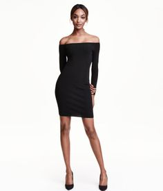 Short, fitted, off-the-shoulder dress in ribbed jersey with a sheen. Long sleeves. Unlined.