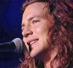 GIF Eddie Vedder Singing