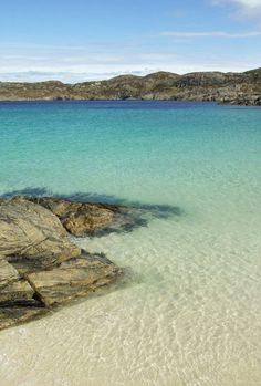 33 Beaches You'd Never Believe Were In Britain This crystal clear water is in fact Achmelvich, in Wester Ross on the west coast of Scotland. Who would have thought that you could find beautiful beaches like this in Scotland. Places Around The World, The Places Youll Go, Places To See, Around The Worlds, British Beaches, Uk Beaches, Beaches In England, Image Designer, Wester Ross