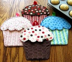 Finger Mitt Pattern | Hot Cakes! Cupcake Oven Mitts Pattern - The Virginia Quilter