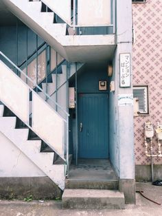 レトロなマンション Minimalist Architecture, Japanese Architecture, Vaporwave Anime, Japan Street, City Aesthetic, Japanese Aesthetic, City Landscape, Retro, Street Photography