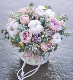 """Погода ❄️, настроение светлое и радостное. @lathyrus.lavka Кнопка Связаться в шапке нашего профиля или напишите в direct. Tel.Viber 375(29)3300173, находимся и открыты для вас : ул.Грибоедова 2 Цветочная лавка """"Латирус"""" #happyday #flowers #bouquet #roses #eucalyptus #flowers#florist #flowerstagram #romantıcbouquet #нежныйбукет #заказцветовминск #букетназаказминск #цветывкорзине цветочноеписьмо#flowersbox#woodboxflowers #цветывящике #композицияизцветов #цветывминске #доставкацветовпо..."""