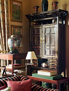 Chinoiserie Hutch In The Study Of Chester Jones Flat Holland Park London Modern House DesignModern Interior