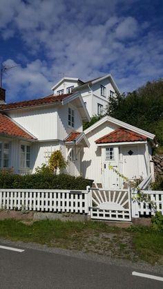 Vita hus är så vackert. .många i Bohuslän