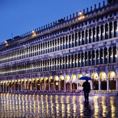 In the mood for rain | Christophe Jacrot photography - La place est vide/ Venice
