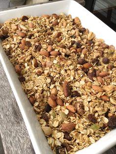 Homemade Toasted Muesli: Lyndi's Healthy Granola Recipe - Healthygranola Cereal Recipes, Pork Recipes, Gourmet Recipes, Vegetarian Recipes, Cooking Recipes, Healthy Recipes, Snacks Recipes, Vegan Meals, Nutritious Meals