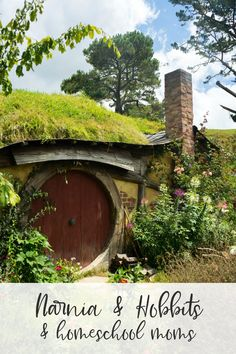 How to Build a Hobbit House DIY Projects Craft Ideas & How To's. Informations About How to Build a Hobbit House DIY Projects Craft Ideas & How To's for H Diy House Projects, Cool Diy Projects, Hobbit Hole, The Hobbit, Casa Dos Hobbits, Nature Architecture, Diy Water Feature, Destinations, Tree House Designs