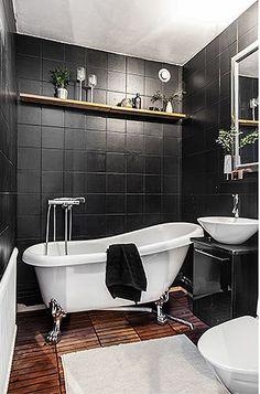 Mur noir et baignoire blanche
