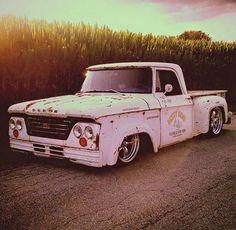 1964 D-300 s.w.b.| slammed w/ Ford-box