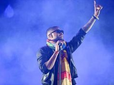 Usher Makes a Guest Appearance At Coachella