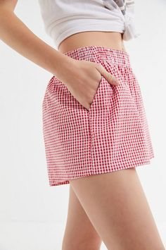 Beachy Outfits Discover Urban Renewal Remnants Pull-On Seersucker Short Slide View: Urban Renewal Remnants Pull-On Gingham Short Gingham Shorts, Seersucker Shorts, Striped Shorts, Soft Shorts, Curvy Fashion, Urban Fashion, Trendy Fashion, Fashion Trends, Summer Outfits