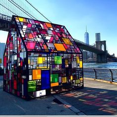 As part of this year's DUMBO Art Festival, artist Tom Fruin exhibited this colorful glass house sculpture entitled Kolonihavehus in Brooklyn Bridge Park. Brooklyn Bridge Park, New York, Art Festival, Glass Design, Public Art, Oeuvre D'art, Colored Glass, Installation Art, Architecture Details