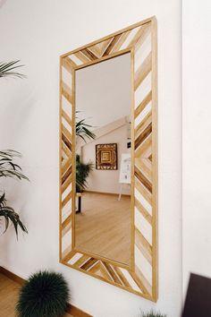 Pallet Headboard Diy, Home Goods Decor, Mirror Wall Decor, Wooden Decor, Bed Interior, Wood Pallet Projects, Wood Framed Mirror, Wood Art Diy, Diy Mirror