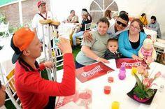 Ciudad de México a 14 de julio.- En el marco de la campaña que lucha en contra del Sarcoma, los Diablos Rojos visitaron el Centro de Apoyo p...