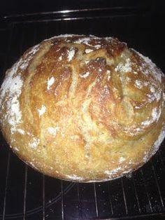 Matmas: Verdens beste brød (ligner på Andreas Viestad sitt jerngrytebrød) Bread Recipes, Cooking Recipes, Norwegian Food, Piece Of Bread, Crumpets, Bread Rolls, Fritters, Doughnuts, Baked Goods