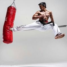 Your best choice in Martial Arts Gears online. Whether you are interested in kickboxing, karate, tae Martial Arts Gear, Martial Arts Workout, Martial Arts Training, Mixed Martial Arts, Boxing Workout, Judo, Kung Fu, Muay Thai, Boxe Mma
