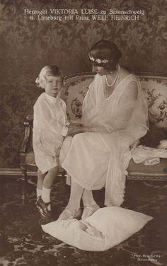 Herzogin Viktoria Luise v Braunschweig Przin v Preußen m S Welf Heinrich 1930
