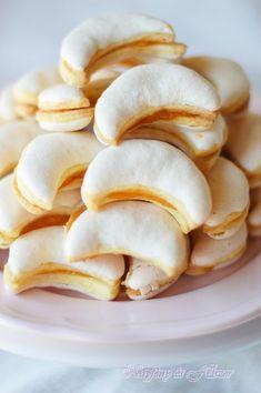 Legkedvesebb pótnagyikám receptje ez a kis üde,habos egy falat sütemény. Nem mondom ,hogy nem macerás,de olykor-olykor belefér.Mert az íze.... Hungarian Cookies, Hungarian Desserts, Hungarian Recipes, Cookie Desserts, Cookie Recipes, Snack Recipes, Dessert Recipes, Snacks, Just Eat It