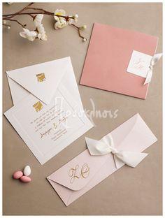 Προσκλητήρια γάμου με αρωματικά χαρτιά και ιδιαίτερες υφές! #prosklitiria #gamos #dustypink