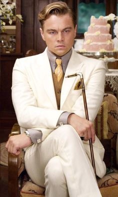 Leonardo DiCaprio playing Jay Gatsby in Baz Luhrmann's 2013 film of The Great Gatsby: 142 minutes of pure decadence. Jay Gatsby, Gatsby Theme, Gatsby Style, Gatsby Party, Gatsby Man, Gatsby Movie, The Great Gatsby 2013, Great Gatsby Mens Fashion, Beautiful Men