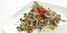 Σαλάτα με φασόλια μαυρομάτικα Salad Bar, Salads, Spaghetti, Food And Drink, Meat, Chicken, Ethnic Recipes, Drinks, Kitchens