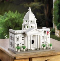 This fantastically detailed bird house looks like a miniature White House, complete with a waving American flag and potted plants outside. Hang this presidential bird palace in your yard and watch as birds flock to it. Villas, Bird House Feeder, Bird Feeders, Decorative Bird Houses, Wood Bird, Capitol Building, Bird Cages, Small Birds, Fairy Houses