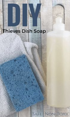 An easy non-toxic dish soap recipe that is simple to make at home. A simple, non-toxic detergent recipe that's easy to prepare at home. Cleaning Recipes, Soap Recipes, Cleaning Tips, Green Cleaning, Cleaning Solutions, Spring Cleaning, Diy Soap Natural, Homemade Dish Soap, Limpieza Natural