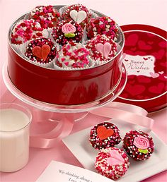 Nothing speaks from the heart better than a collectible tin filled with 16 Oreo® cookies enrobed in rich Belgian white, dark or milk chocolate. Valentines Day Chocolates, Valentines Day Cakes, Valentine Gifts, Valentine Cookies, Valentine Flowers, Chocolate Stores, Cake Delivery, Chocolate Covered Oreos, Red Chocolate