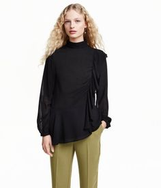 CONSCIOUS. Blouse in airy, woven lyocell-blend fabric. Stand-up collar with pleats, opening at back of neck with buttons, and gathered ruffle at front and back. Long sleeves with buttons at cuffs. Made partly from Tencel® lyocell.