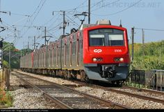 RailPictures.Net Photo: CP 2335 CP Portugal CP 2335 at Lisboa, Portugal by Antonio J Pombo