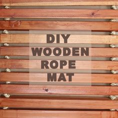 Make Your Bathroom Feel Like A Spa With This Trendy Bathmat , DIY Wooden Mat Casa contêiner Tapete de madeira reciclada Tapete rústico.