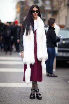 Как это носить: мода на меховой шарф 13